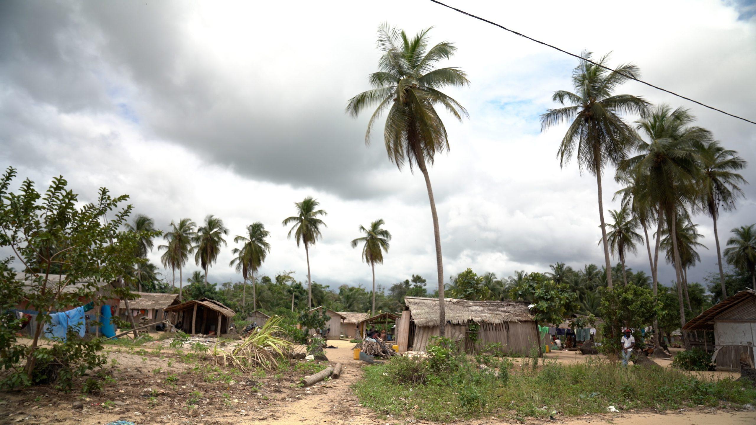 14_village-dans-la-zone-dadiakepascal-kardous_slugnews
